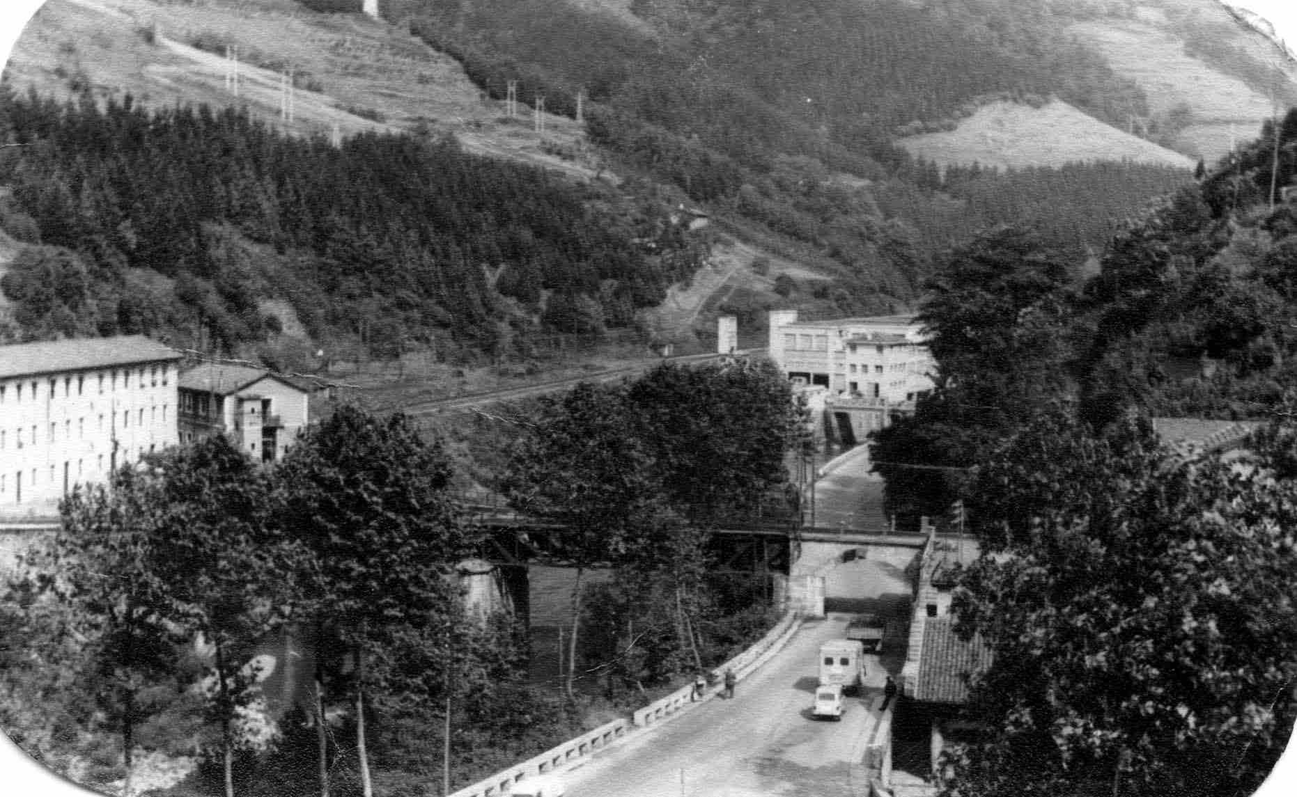 1975. Maltzaga: visión del barrio desde el patio de la escuela.