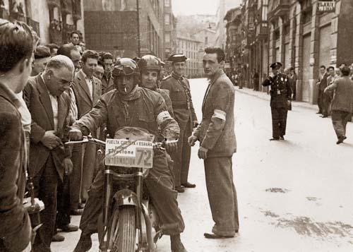 1953. Enlace de la Vuelta a España. Laskurain, F. Fernández y Juan Gisasola Txoko.