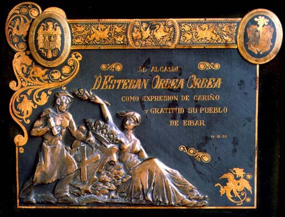 Eibarko alkate izan zen Esteban Orbearendako egindako plaka