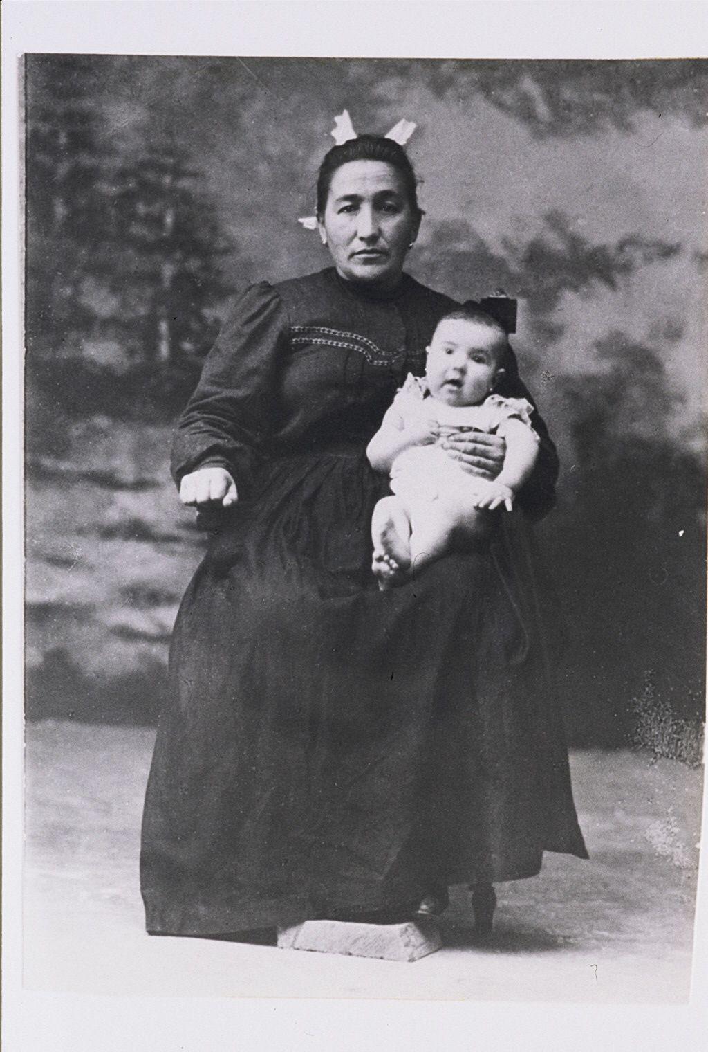 Juana Antonina Arana, 33 urterekin.Data: 1909. urtea. (Carmen Apellaniz –Goi Argi- Bilduma)